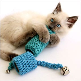 Crochet cat scratch toy with bells